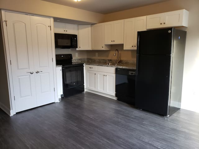 Brand New!! 1 Bedroom In-law suite