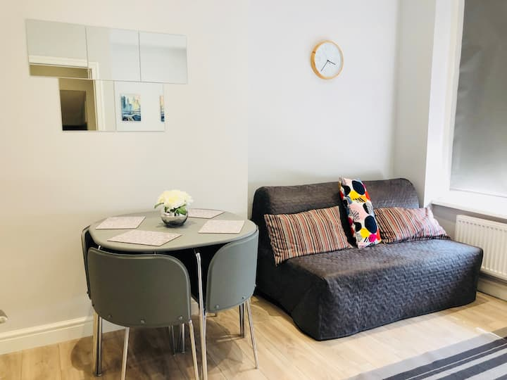 Refurbished high spec Southend Sea Front Flat