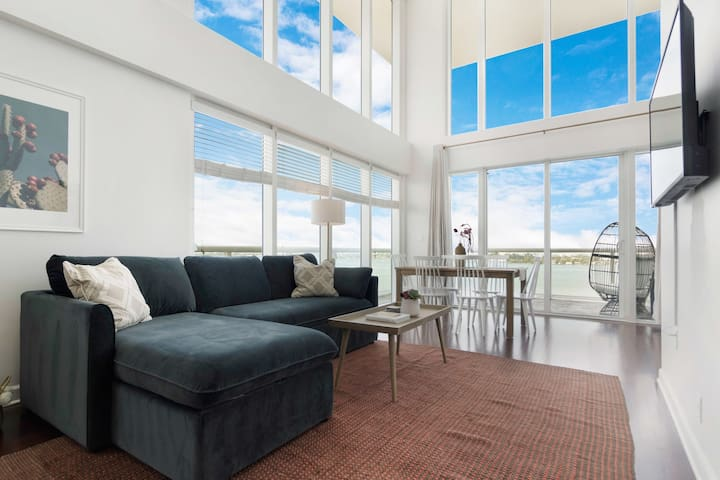 2-Story Waterfront Condo #10-10 mins from Miami Beach, 12 mins from Brickell