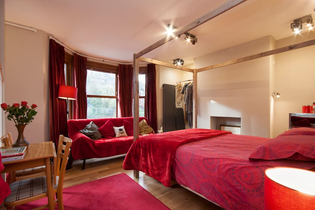 Red Room King Size Bed and Sofabed