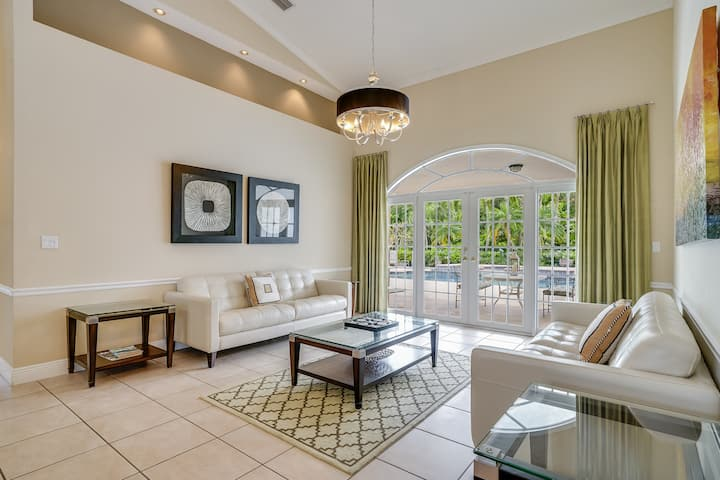 South Miami Executive 5 BR Home w/ Pool Top Rated