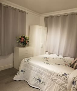 Gorgeous Private Studio near Addington Palace