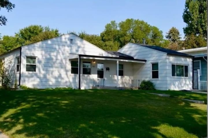 Charming Cottage close to Hospitals, MSU and Parks