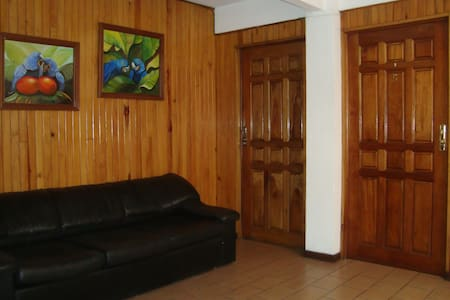 Habitación en el Centro de Ciudad Quesada. SC - Quesada - Rumah Tamu