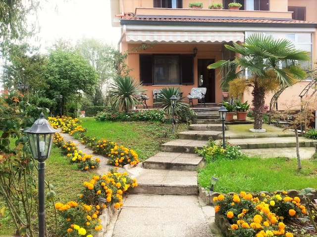 Villa Fiore: romantically in Milan - Quartiano, Mulazzano - วิลล่า