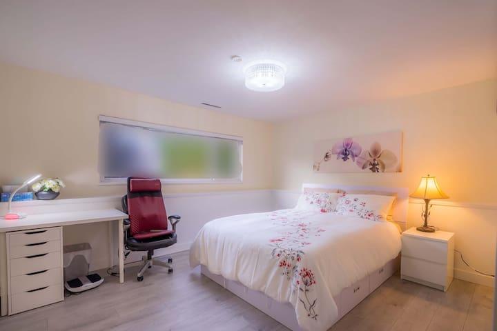 Cozy 2 Bedroom Suite With Private Kitchen Bathroom