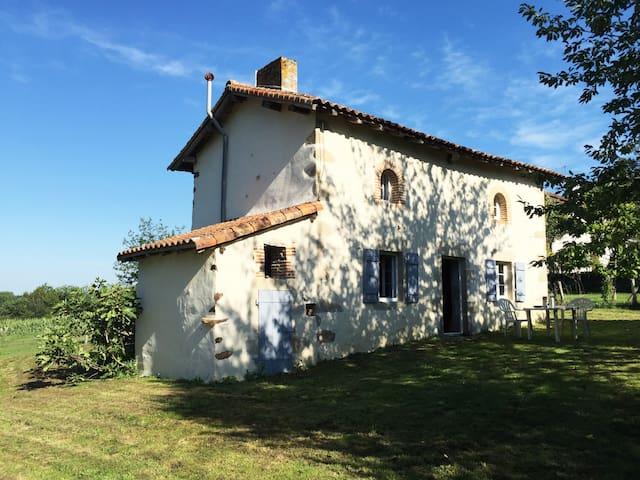 Petite maison dans la prairie - Saint-Christophe - Casa