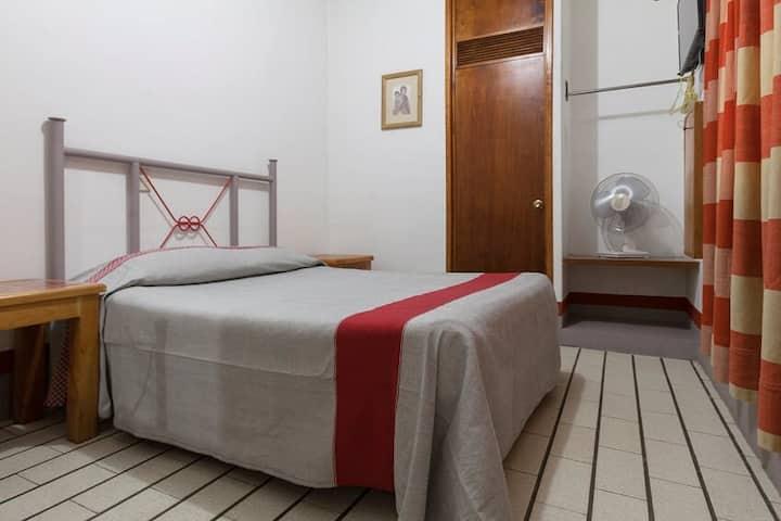 Confortable Habitación con Una Cama Doble