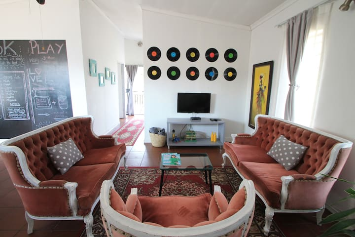 The Loft - Fun, Big, Bright Apartment in Centurion