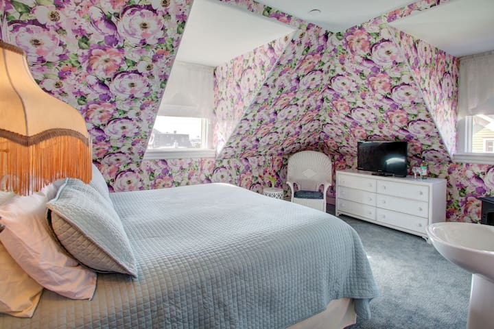 The Hydrangea (Room 2) - Luther Ogden Inn