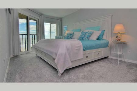 AD102 - Arie Dam 102 - AD102  VRBO/HomeAway Listing ID: 4277948    Stunning Oceanfront Condo in Desirable Madeira Beach with Abundant Amenities - Madeira Beach - Apartament