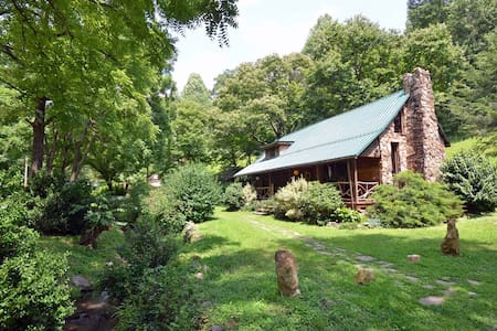 Cherokee Creekside Cabin - Whittier - Hytte