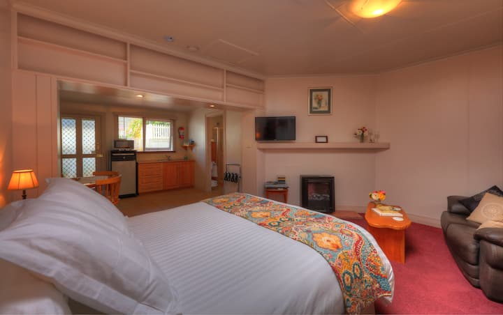 Stanley Studio Apartment close to beach & cafes