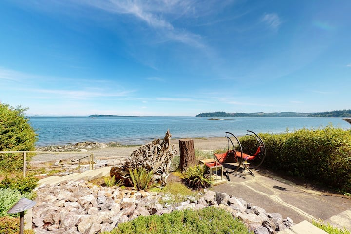 New listing! Bay view cottage w/private beach access & great deck!