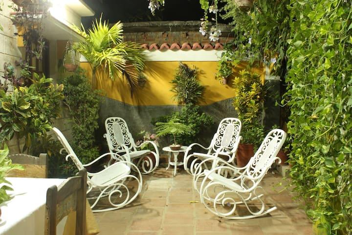 CERCA DEL MAR Y DEL MONTE.casa Barbara.Trinidad