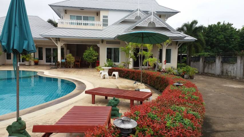 The Loxdale Manor in Hua Hin Thailand - หัวหิน