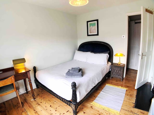 Double Bed in Central Leatherhead Period Home