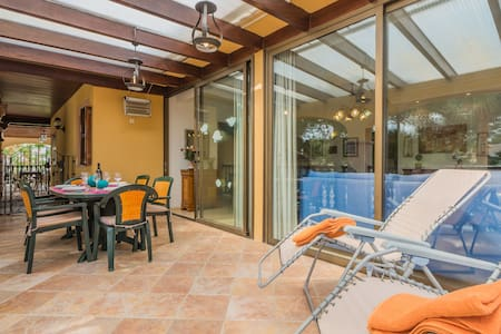 House 40meters to the beach, wifi
