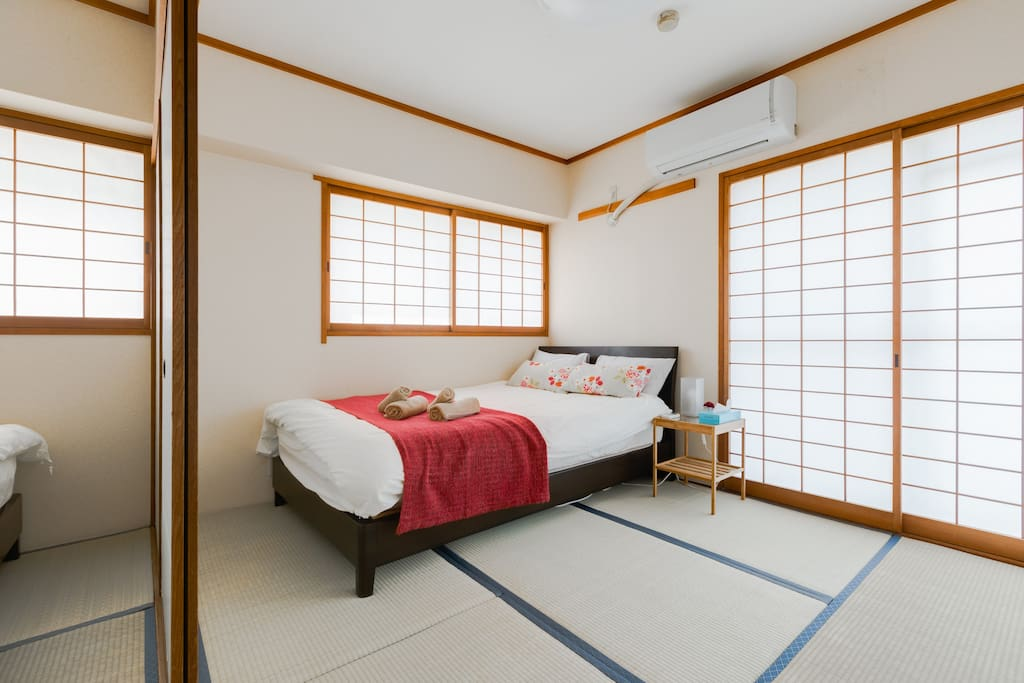 The tatami bed room.This bed is the semi double bed. 2