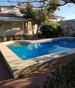 CASA CON PISCINA Y JARDINES WIFI RELAX - Córdoba - House