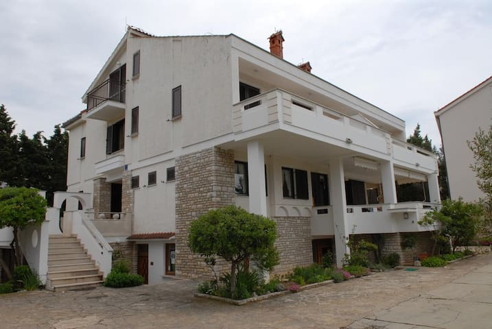 One bedroom apartment with terrace Novalja (Pag) (A-213-a)