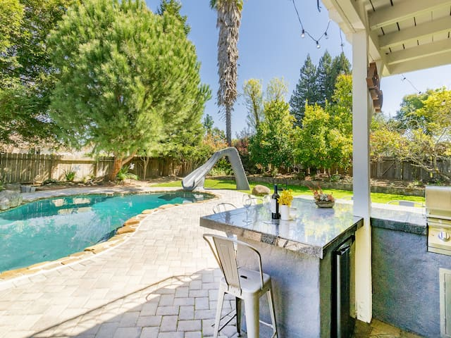 Resort-Style 4BR w/ Heated Pool & Outdoor Kitchen