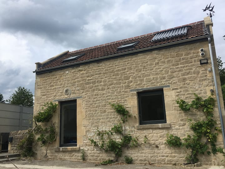 Converted Barn, rural setting, on the edge of bath