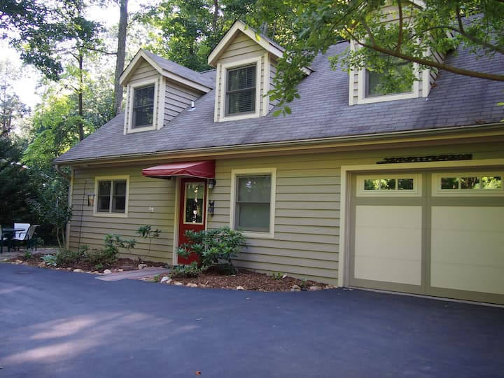 Asheville Cottage With All the Comforts of Home
