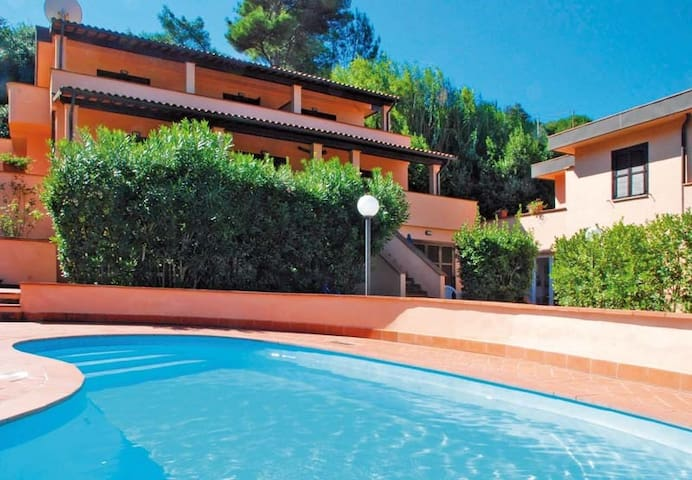 Apartment for 4 persons with pool in Elba R68471