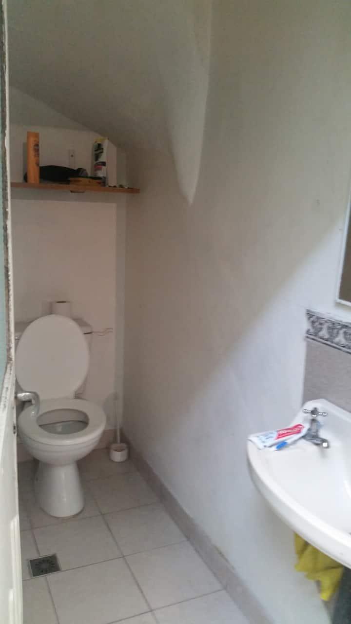 Habitación pequeña en primer piso, el resto en PB