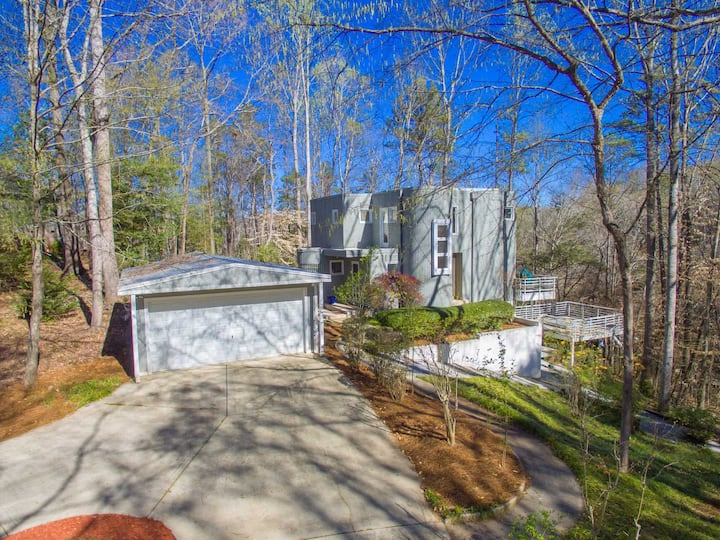 Contemporary Home on Beautiful Lake Hartwell