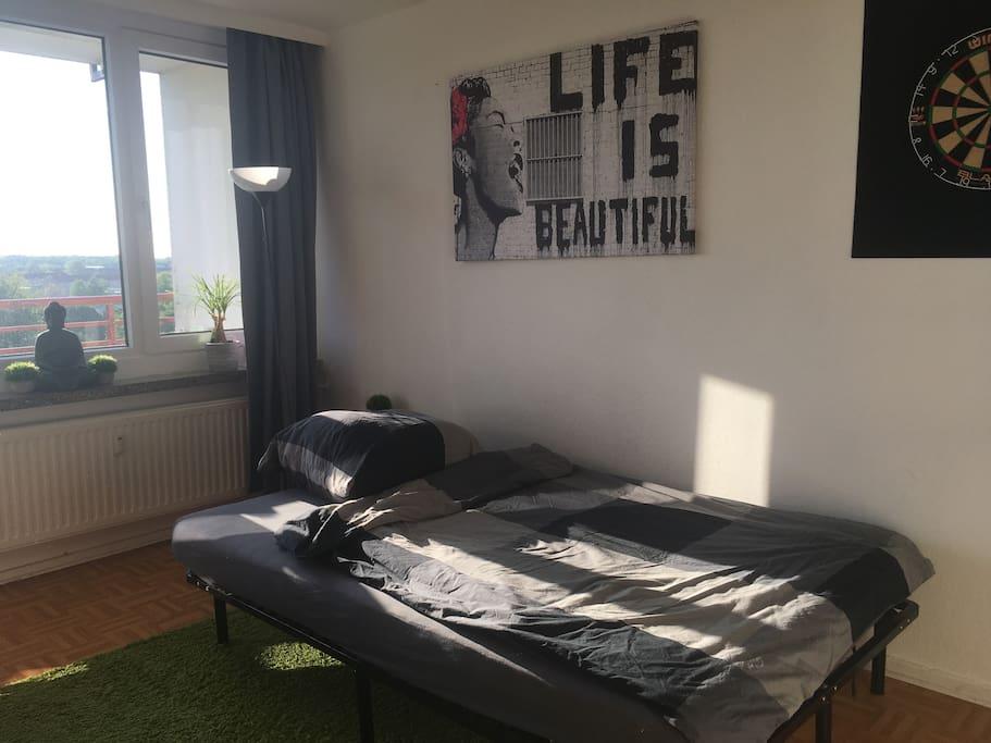 1,40 * 2,00 m Bett - Vorhänge verdunkeln den Raum komplett