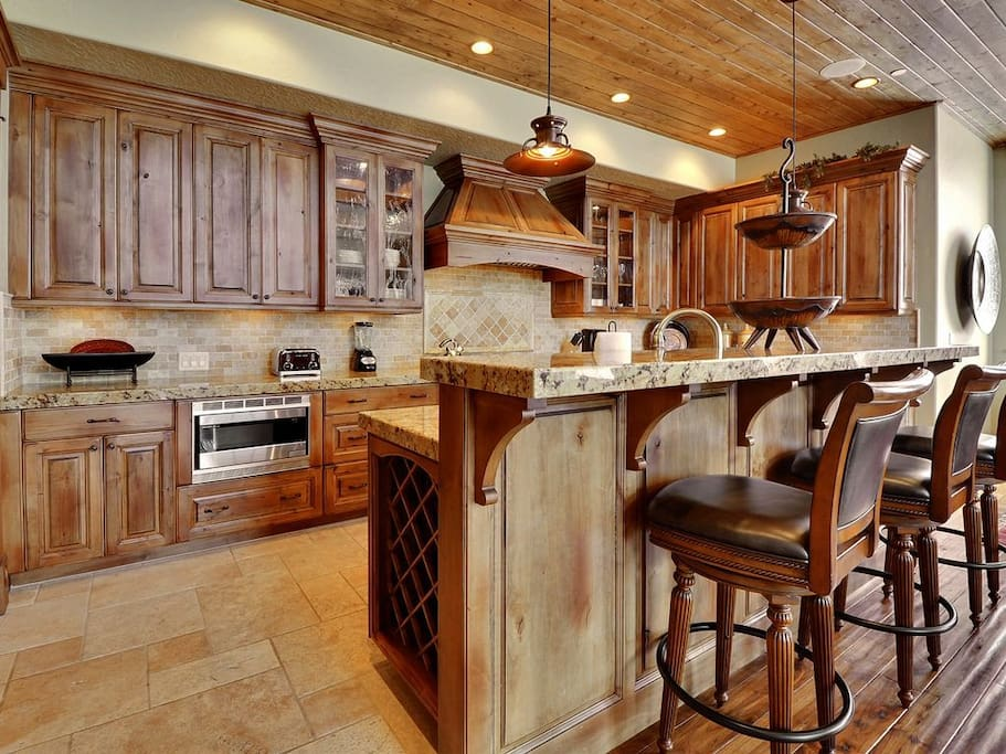 Gourmet Kitchen with Breakfast Bar, Top Line Appliances and Everything you Need