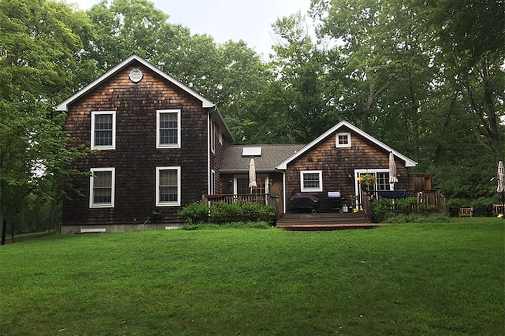Shelter Island home: nestled in woods with pool!