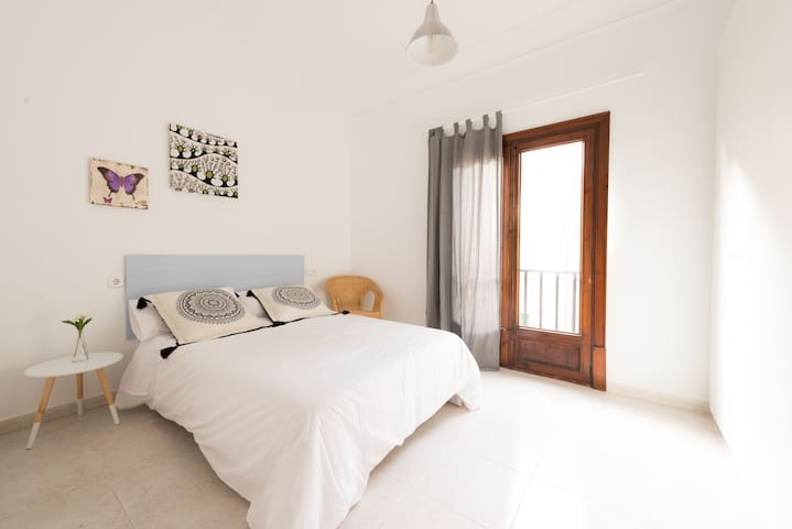 Wonderful big room in the heart of Palma - Palma - Byt