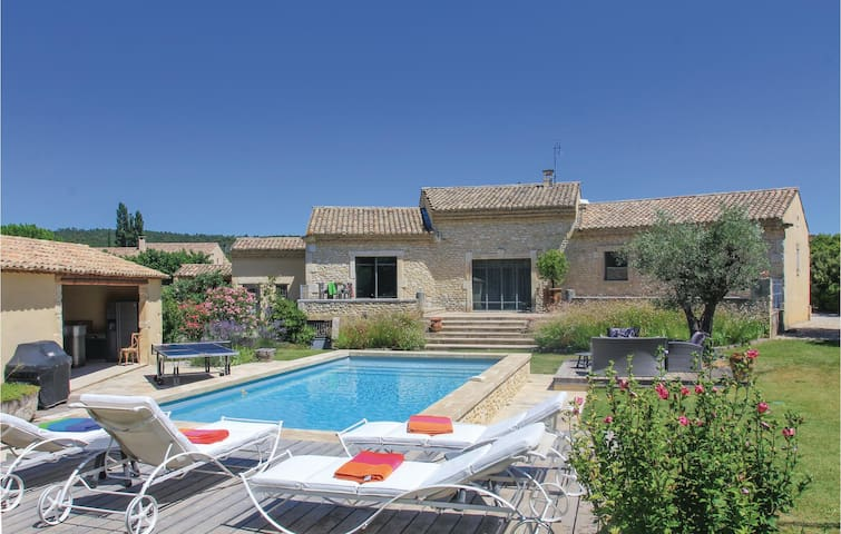 Holiday cottage with 4 bedrooms on 160m² in Solérieux