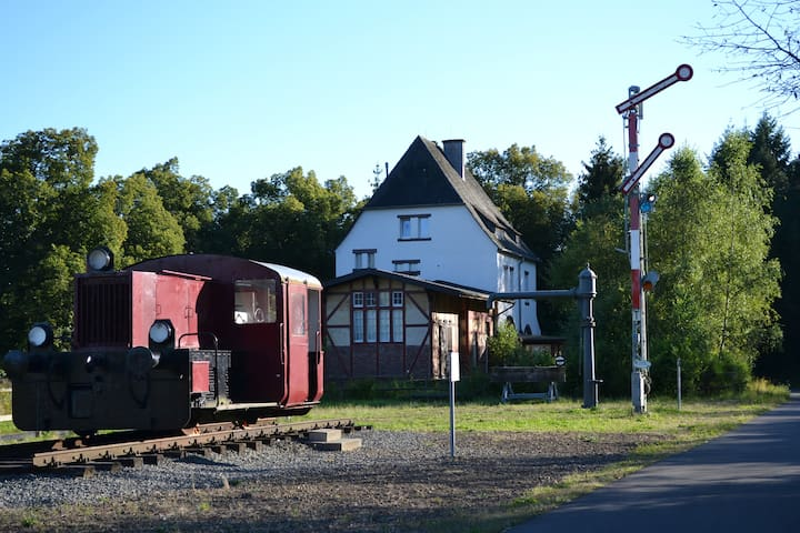 Urlaub im ehem. Bahnhof Schalkenmehren (bis 8P)