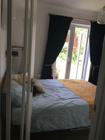 Double room with ensuite bathroom. - Dullingham