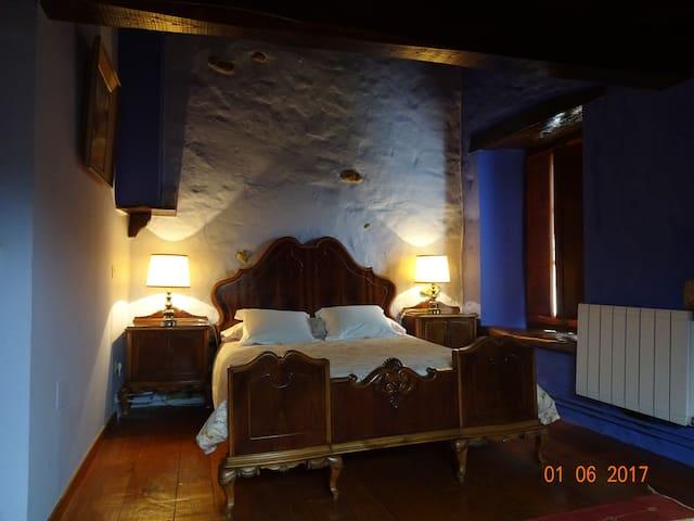 Hab 8 La Casona de Villanueva cama matrim. + sofá