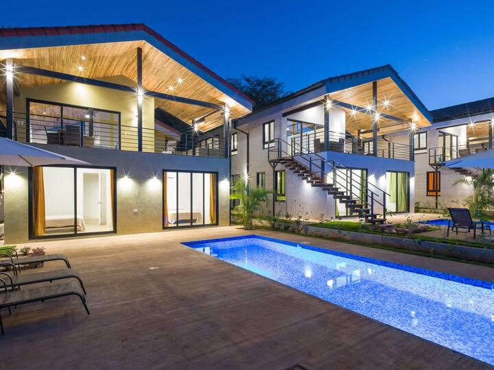 Luxury Villa In Tamarindo, Short Walk To The Beach