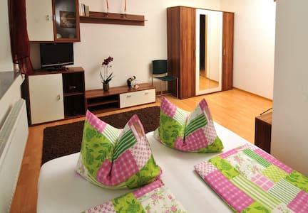 Gästezimmer DU/WC auf dem Gang in Hartha Sachsen - Hartha - บ้าน