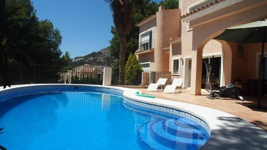 3bedroom villa w/ private lush garden and sea view - Altea Hills - House