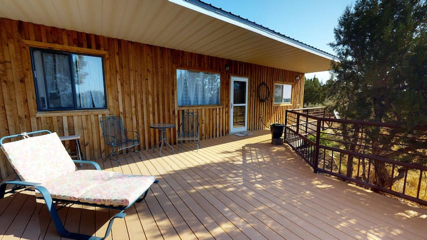 Stunning Stevens Cabin, 2BR at the Horse Ranch