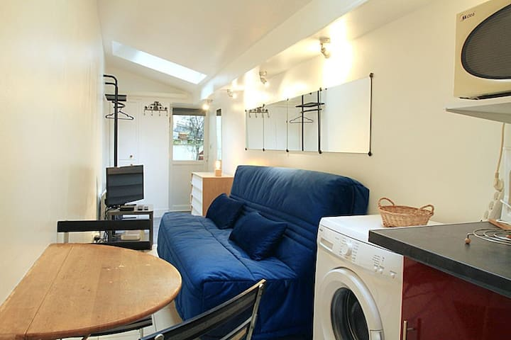 COSY INDEPENDENT  STUDIO IN MONTMARTRE