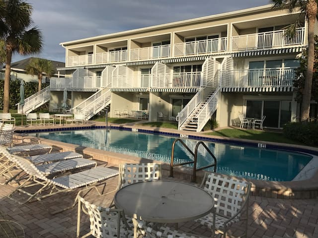 Ground level condo on Gulf - Belleair Beach - Wohnung