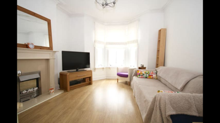 Garden flat within walking distance to city. - Cardiff - Appartement