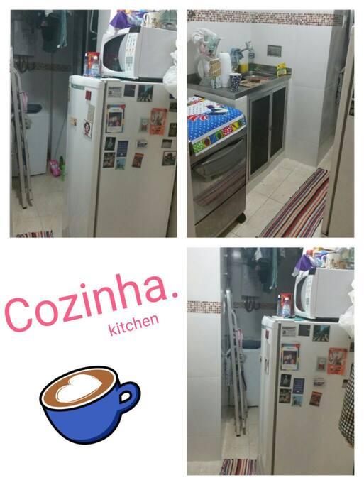 cozinha equipada com microndas, fogão e geladeira. Espaço para maquina de lavar e para secar roupas