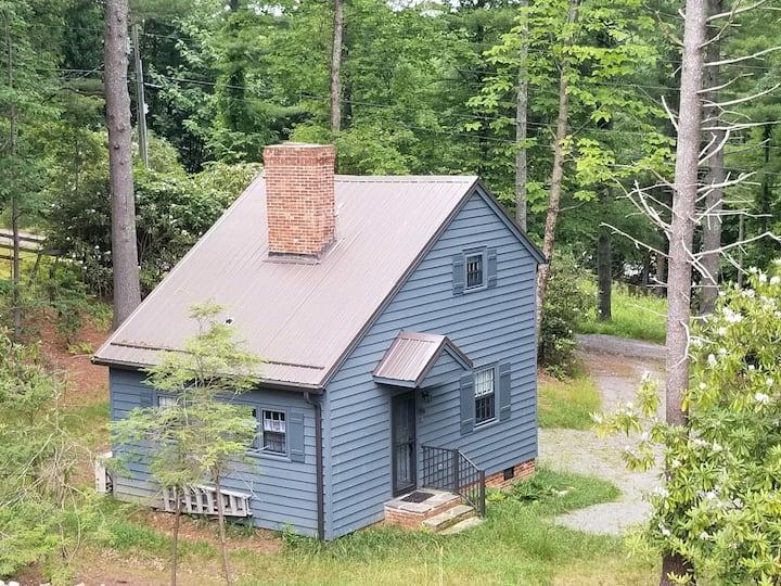 Quaint Little Mountain Cottage