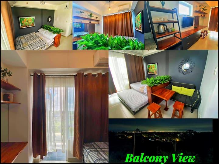 Wooden Gray Stylish Flat w/ Wifi, Netflix& Balcony