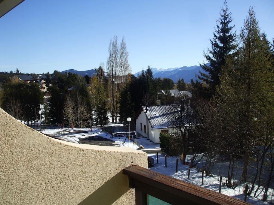 vue sur pyrénées depuis le balcon